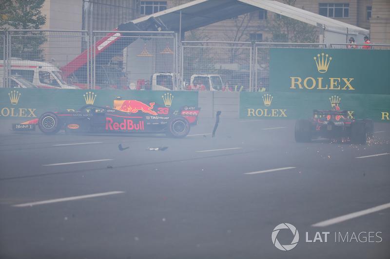 Max Verstappen, Red Bull Racing RB14 et Daniel Ricciardo, Red Bull Racing RB14 se crashent