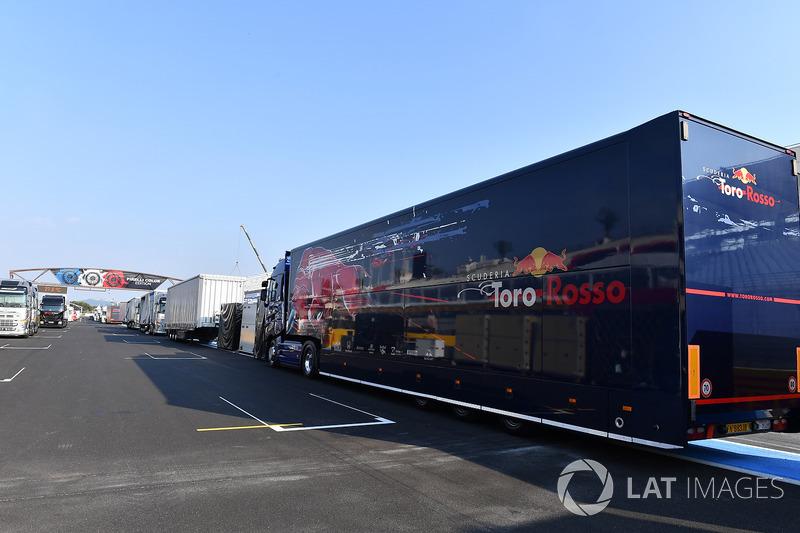 Camión de Scuderia Toro Rosso