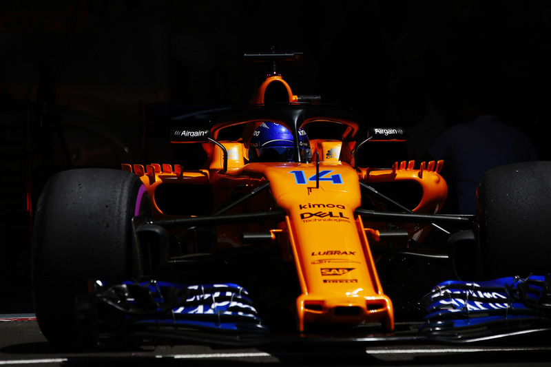 Fernando Alonso, McLaren MCL33, lascia il garage