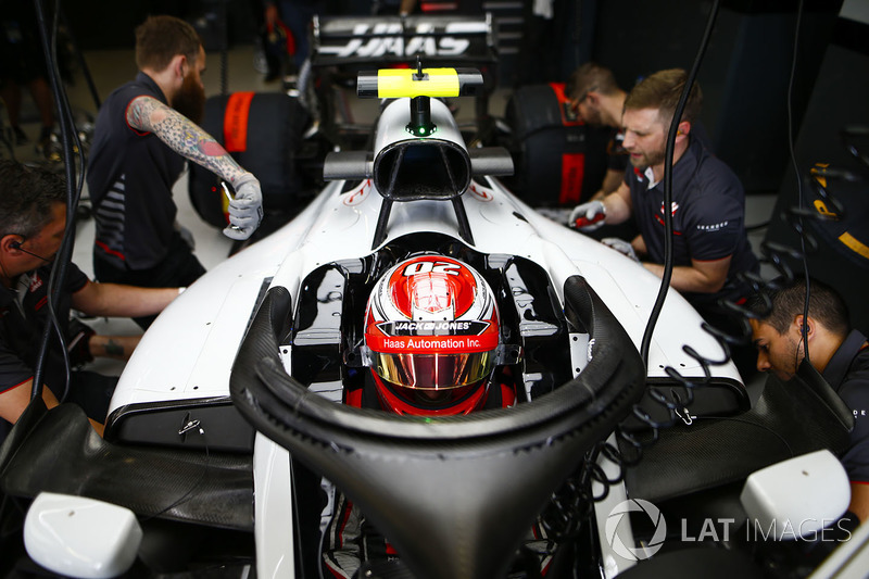 Haas F1 Team VF18 halo