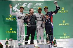 Nico Rosberg, Mercedes AMG F1, Peter Hodgkinson, Head of Build Mercedes AMG F1, il vincitore della gara Lewis Hamilton, Mercedes AMG F1 e Daniel Ricciardo, Red Bull Racing RB10, sul podio