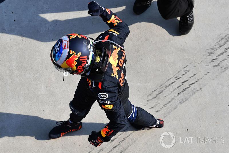 Daniel Ricciardo, Red Bull Racing merayakan kemenangan di parc ferme
