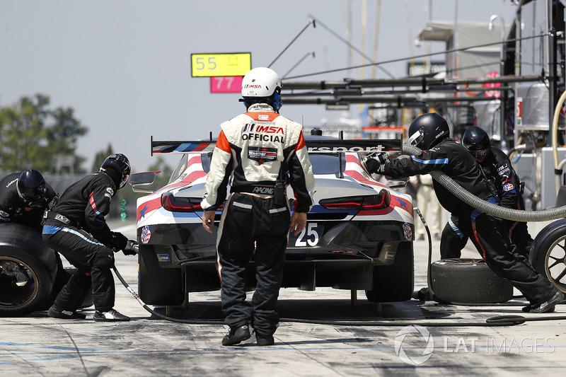 #25 BMW Team RLL BMW M8, GTLM: Alexander Sims, Connor de Phillippi, Bill Auberlen, pit stop
