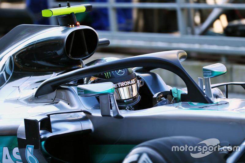Nico Rosberg, Mercedes AMG F1 W07 Hybrid Halo kokpit ile pistte KSQ013
