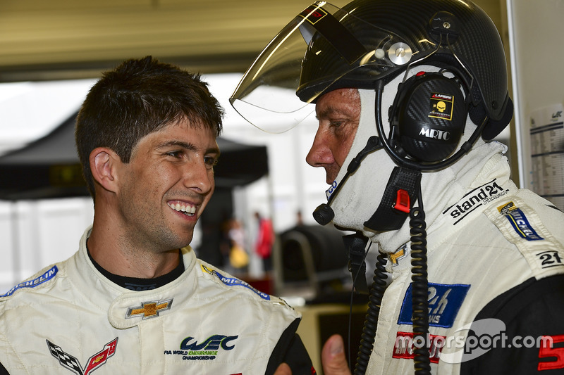 Jack Leconte, team manager Larbre Competition parla con Ricky Taylor