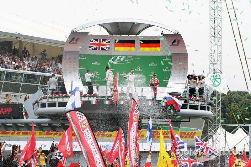 The podium (L to R): Lewis Hamilton, Mercedes AMG F1, second; Nico Rosberg, Mercedes AMG F1, race wi