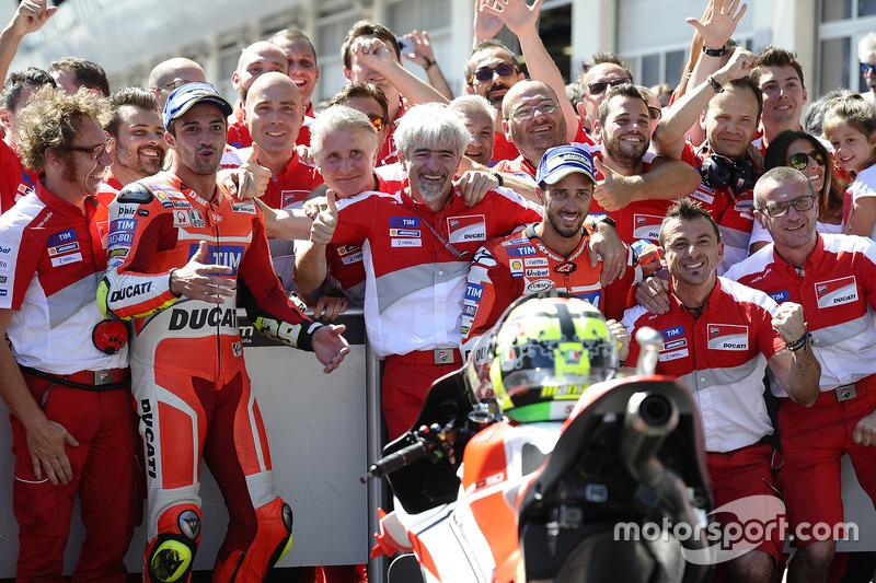Il vincitore della gara Andrea Iannone, Ducati Team, il secondo classificato Andrea Dovizioso, Ducati Team