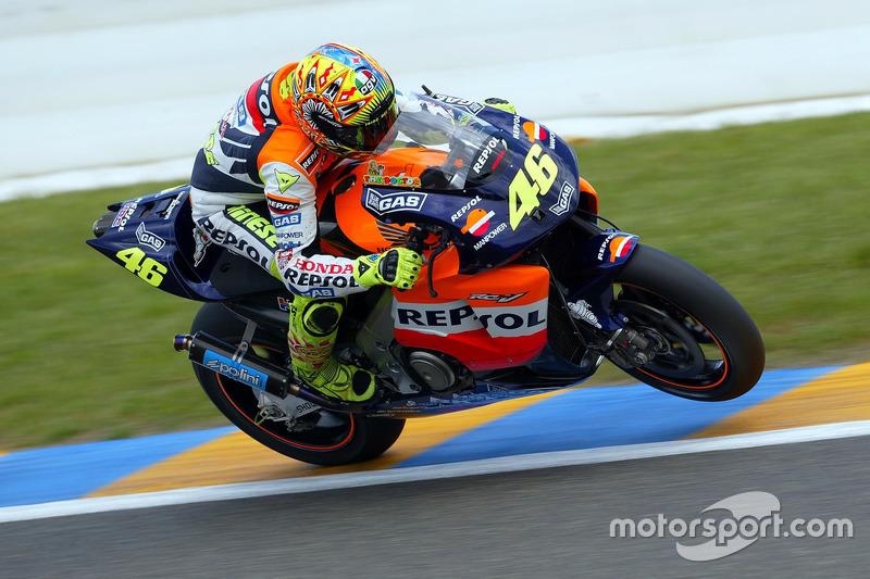 2002: Nueva era de MotoGP y promoción al equipo de fábrica Honda.