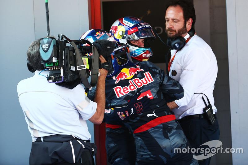 Ganador de la carrera Max Verstappen, Red Bull Racing celebra en parc ferme con su compañero de equipo Daniel Ricciardo, Red Bull Racing