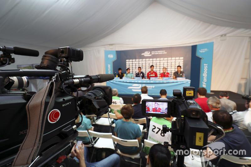 المؤتمر الصحفي