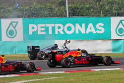 Lewis Hamilton, Mercedes AMG F1 W07 Hybrid retired from the race with a blown engine, and is passed by Daniel Ricciardo, Red Bull Racing RB12 and Max Verstappen, Red Bull Racing RB12