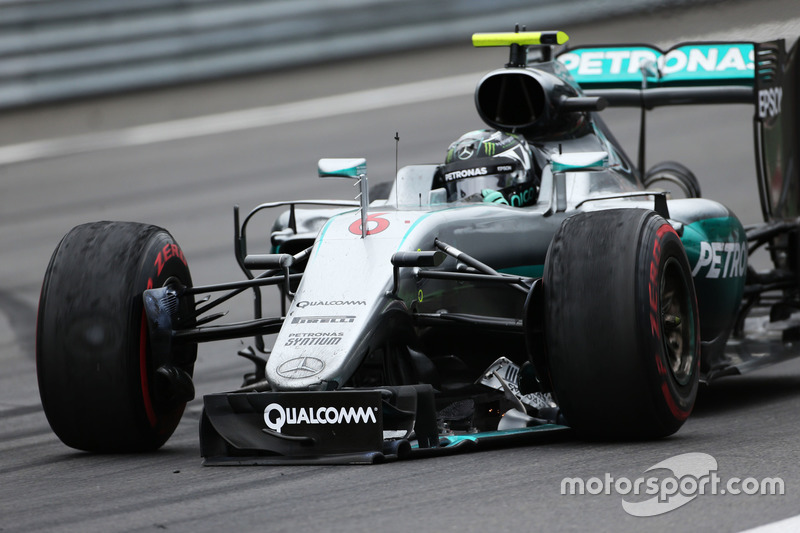 Nico Rosberg, Mercedes AMG F1 mit defekten Frontflügel
