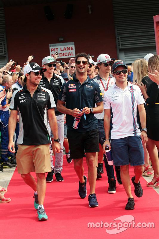 (L to R): Sergio Perez, Sahara Force India F1 with Daniel Ricciardo, Red Bull Racing and Felipe Massa, Williams on the drivers parade