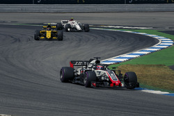 Romain Grosjean, Haas F1 Team VF-18, Carlos Sainz Jr., Renault Sport F1 Team R.S. 18 y Charles Leclerc, Sauber C37