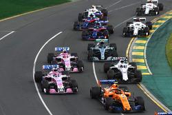 Fernando Alonso, McLaren MCL33, Sergio Pérez, Force India VJM11