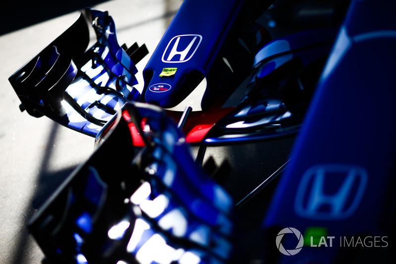 Toro Rosso STR13 Honda nose