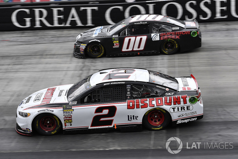 Brad Keselowski, Team Penske, Ford Fusion Discount Tire and Landon Cassill, StarCom Racing, Chevrolet Camaro TW CABLE