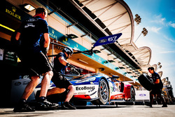 #67 Ford Chip Ganassi Team UK  Ford GT: Andy Priaulx, Harry Tincknell en los pits