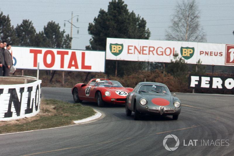 Romolo Rossi, Alfa Romeo Giulia SZ, na frente de John Surtees, Mike Parkes, Ludovico Scarfiotti, Lorenzo Bandini, Ferrari 250P