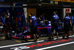 Pierre Gasly, Toro Rosso STR13, in the pit lane