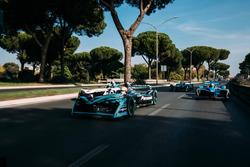 Nelson Piquet Jr., Jaguar Racing leads Lucas di Grassi, Audi Sport ABT Schaeffler leads Sébastien Buemi, Renault e.Dams leads Luca Filippi, NIO Formula E Team