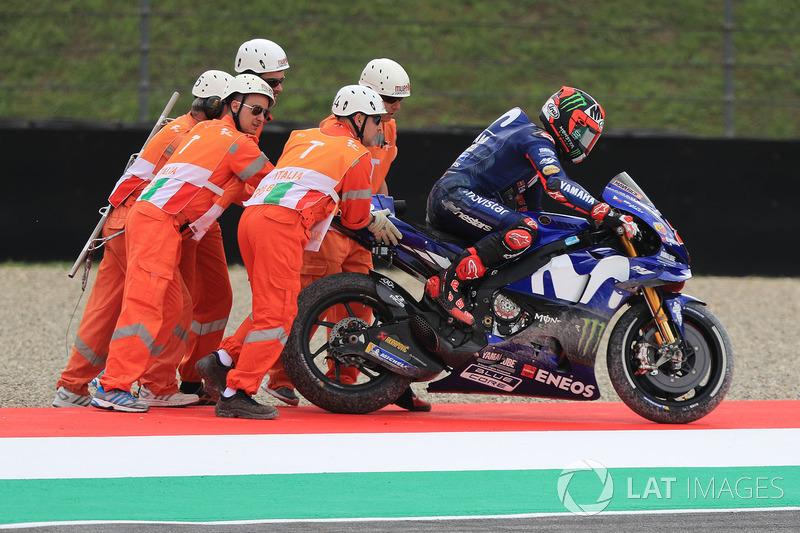 Maverick Viñales, Yamaha Factory Racing, dopo la caduta