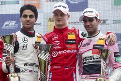 Podium: Race winner Ralf Aron, PREMA Theodore Racing Dallara F317 - Mercedes-Benz, second place Enaa