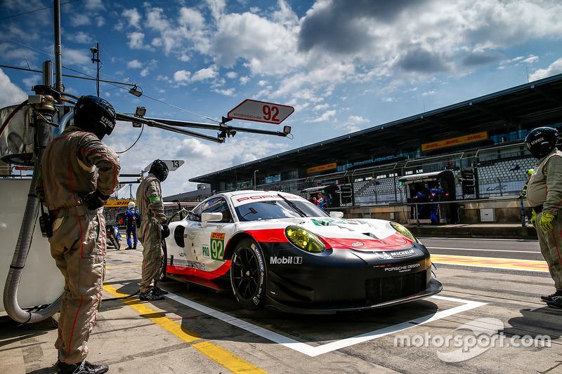 #92 Porsche Team Porsche 911 RSR: Майкл Крістенсен, Кевін Естр