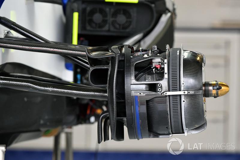Sauber C36 detail van de voorwielconfiguratie