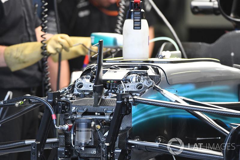 Передня підвска і шасі Mercedes-Benz F1 W08 Hybrid