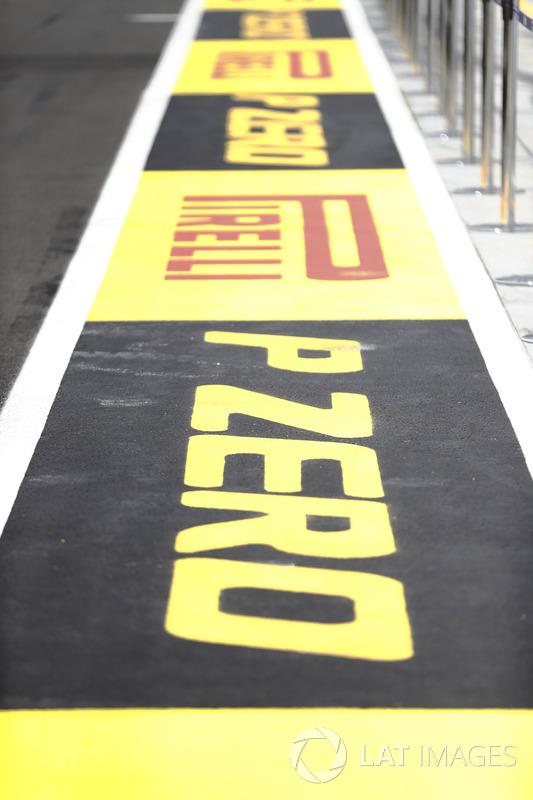 Pirelli, marca en el pit lane