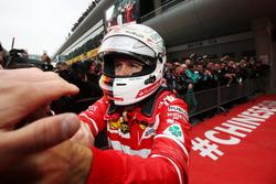 Sebastian Vettel, Ferrari, celebra el segundo lugar en parc ferme