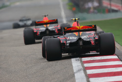 Daniel Ricciardo, Red Bull Racing RB13; Max Verstappen, Red Bull Racing RB13
