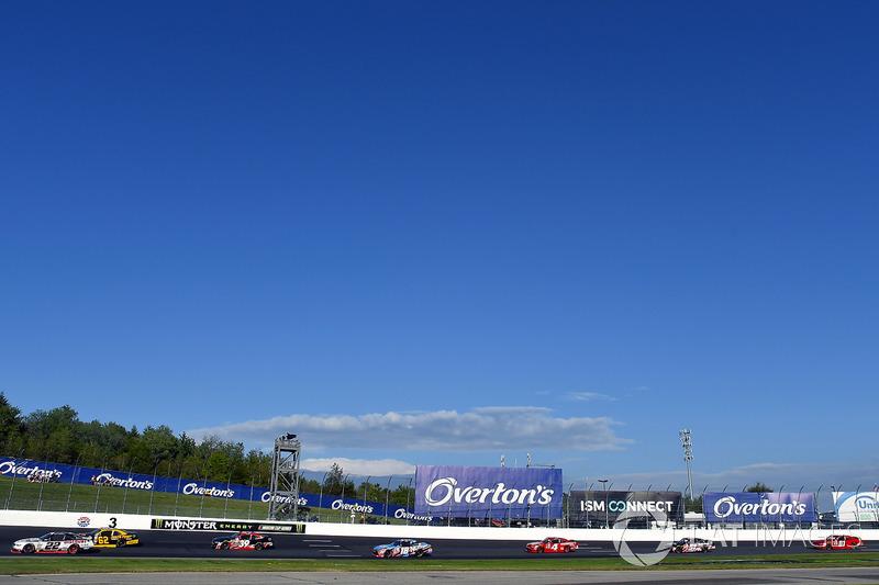 Brad Keselowski, Team Penske Ford y Brendan Gaughan, Richard Childress Racing Chevrolet