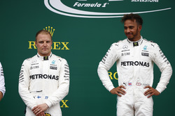 Segundo lugar Valtteri Bottas, Mercedes AMG F1, ganador de la carrera Lewis Hamilton, Mercedes AMG F