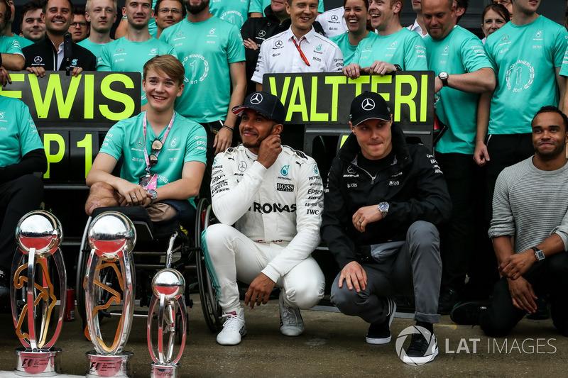Льюіс Хемілтон, Mercedes AMG F1, Ніколас Хемілтон, Валттері Боттас, Mercedes AMG F1, Біллі Монгер з командою