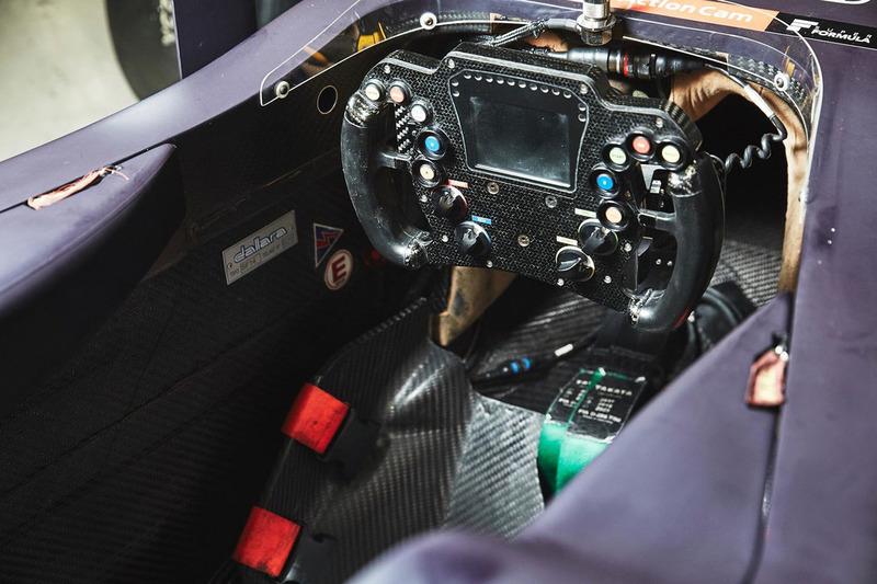Le cockpit de la voiture de Pierre Gasly, Team Mugen