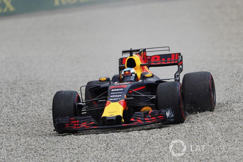 Даніель Ріккардо, Red Bull Racing RB13, їде по гравію