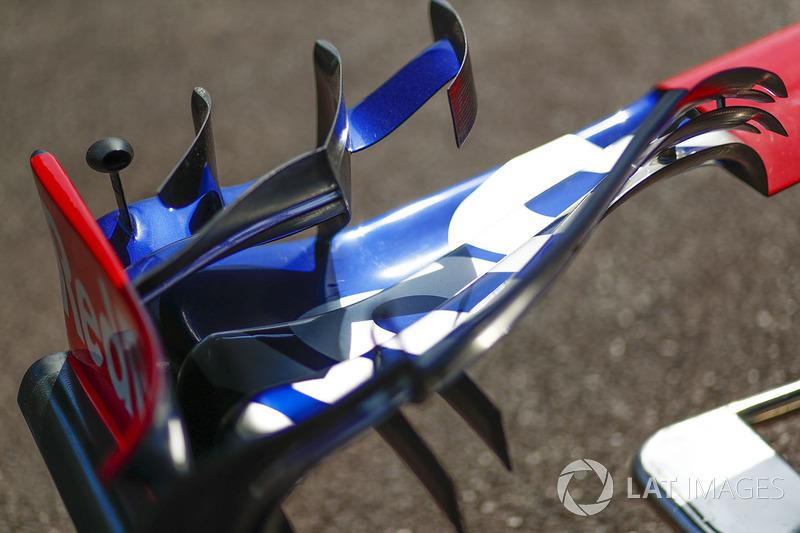 Detalle del alerón delantero del STR12 de la Scuderia Toro Rosso