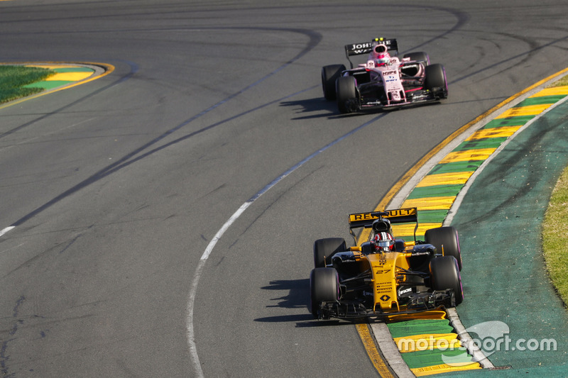 Nico Hülkenberg, Renault Sport F1 Team RS17; Esteban Ocon, Force India VJM10