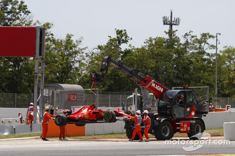 Oficiales quitan el coche de Kimi Raikkonen, Ferrari SF70H