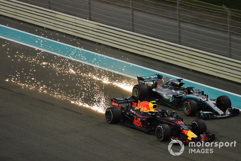 Max Verstappen, Red Bull Racing RB14 y Lewis Hamilton, Mercedes AMG F1