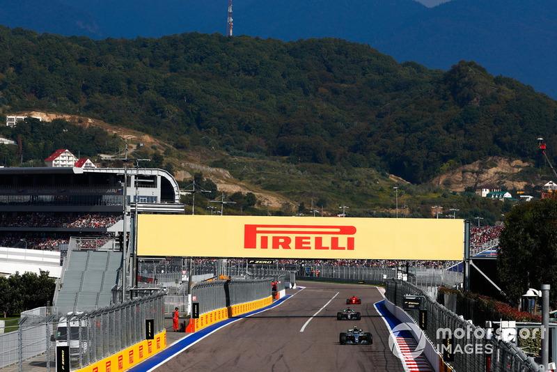 Hamilton y Vettel estaban cerca, pero no lo suficiente como para atacar