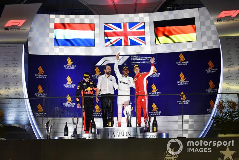Podio: segundo lugar Max Verstappen, Red Bull Racing y tercer lugar Sebastian Vettel, Ferrari