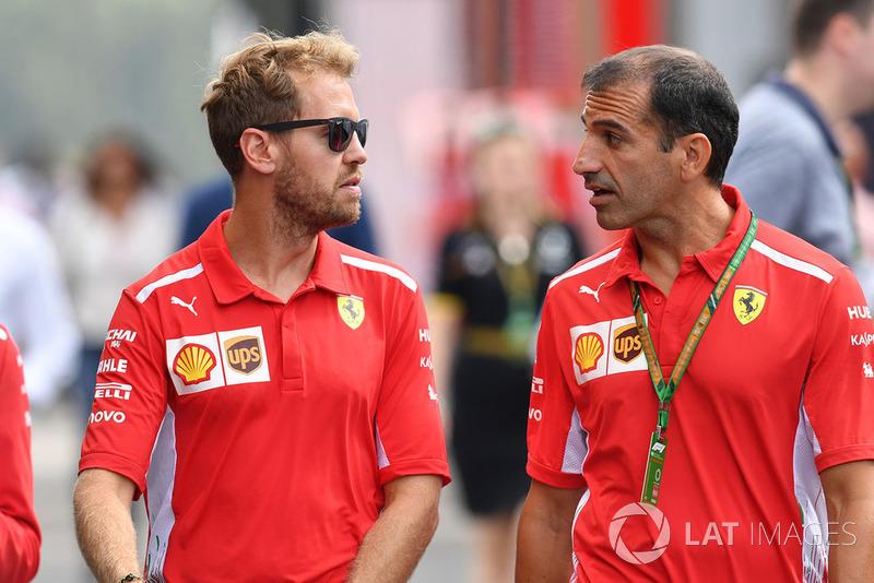 Sebastian Vettel, Ferrari with Ferrari team members