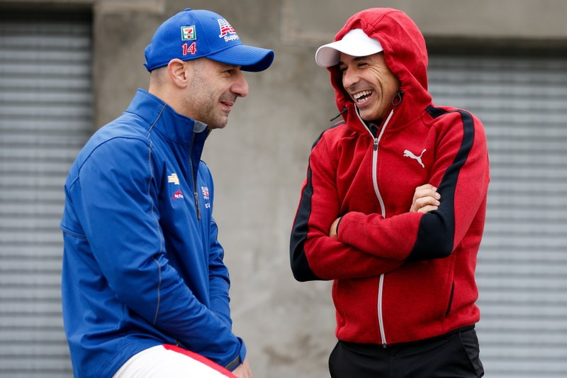 Tony Kanaan, A.J. Foyt Enterprises Chevrolet, Helio Castroneves, Team Penske Chevrolet