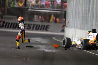 Nelson Piquet Jr., Renault F1 Team R28 va a muro
