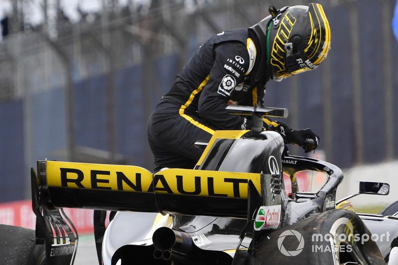 Ніко Хюлькенберг, Renault Sport F1 Team R.S. 18, розбив машину у другій практиці
