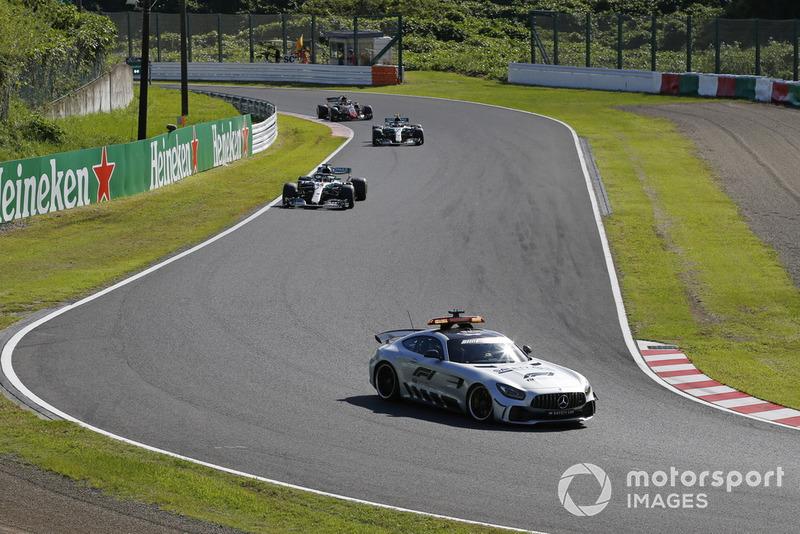 Safety Car delante de Lewis Hamilton, Mercedes AMG F1 W09