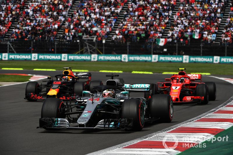 Lewis Hamilton, Mercedes-AMG F1 W09, Kimi Raikkonen, Ferrari SF71H y Daniel Ricciardo, Red Bull Racing RB14